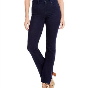 NWT Marilyn Straight Jeans With Tonal Stitching